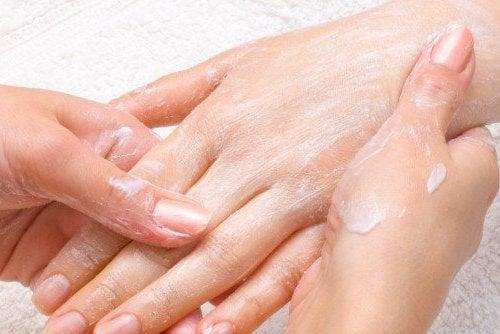 masajear manos y dedos
