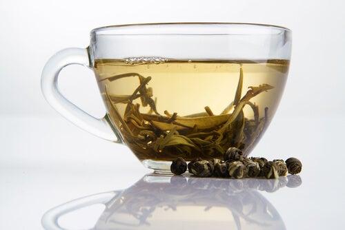 Taza de té blanco