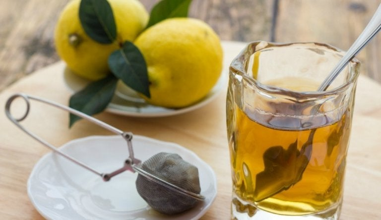 Bebida de hinojo y limón, un remedio maravilloso