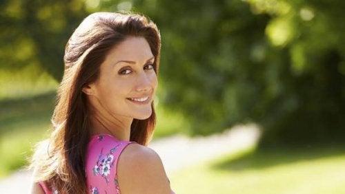 alimentos-que-equilibran-las-hormonas-y-que-te-harán-verte-más joven