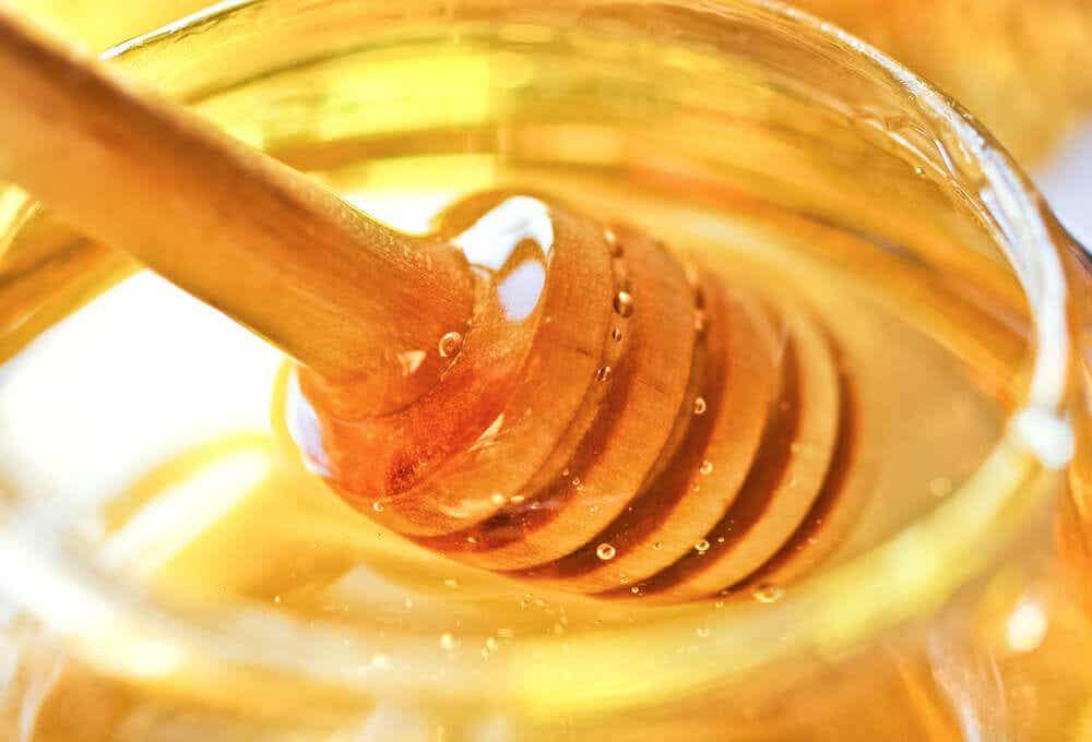 Bote de miel artesanal.