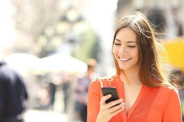 caminar y hablar por celular