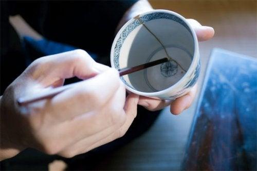Descubre la técnica japonesa para reparar la cerámica rota que te hará reflexionar