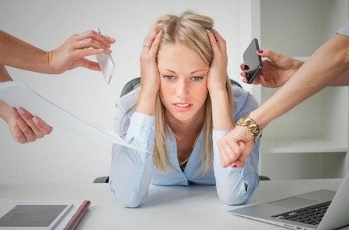 El estrés causa dolor muscular