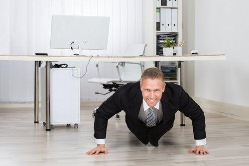 flexiones en la oficina