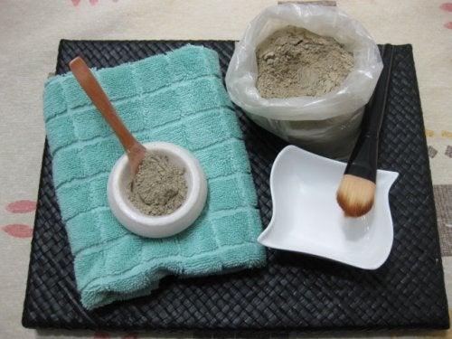 Para-elaborar-remedios-con-arcilla-no-debe-utilizarse-metal