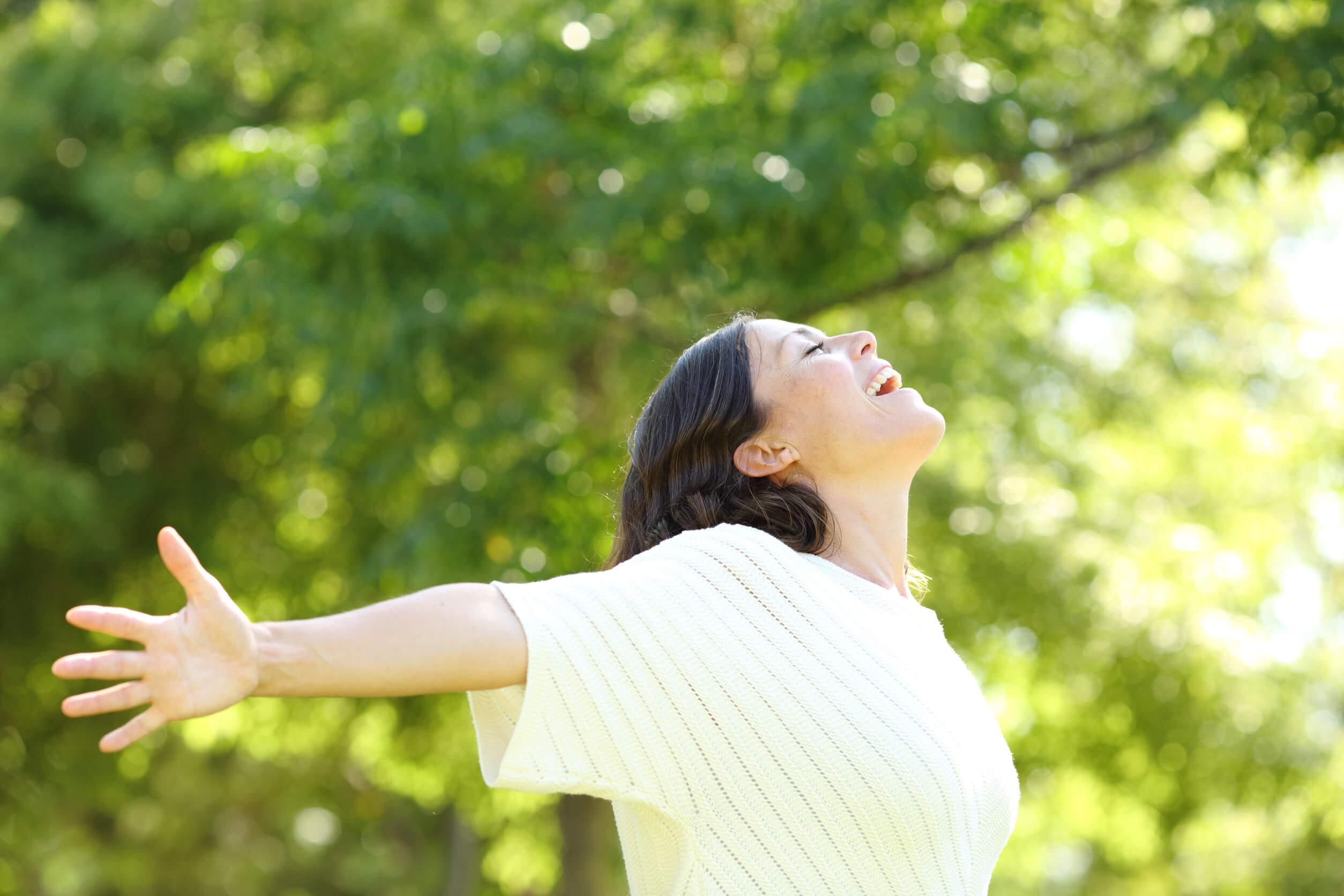 Beneficios de caminar: libera tu mente