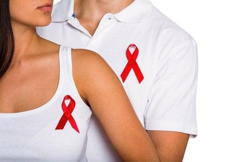 pareja con lazo rojo del sida
