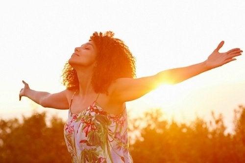 8 mentiras que las personas felices se niegan a creer
