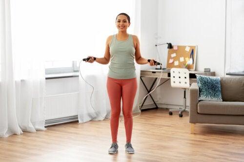6 beneficios de saltar la cuerda