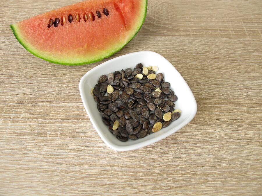 6 beneficios de las semillas de sandía hervidas en agua