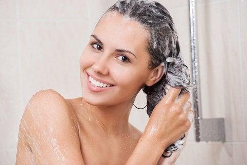 Entre los usos cosméticos del arroz está el acondicionador para el cabello