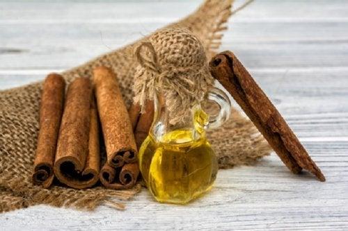 Cómo hacer un aceite terapéutico de canela y cuáles son sus beneficios
