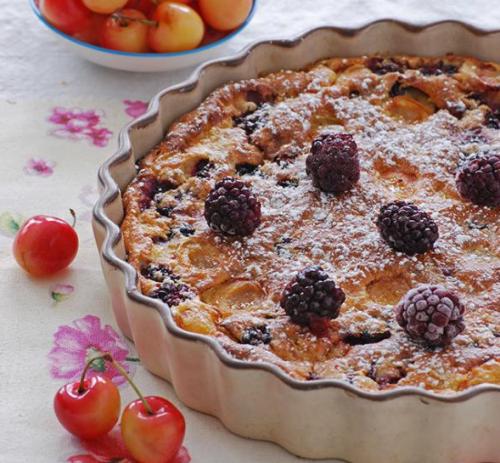 Cómo hacer pastel de moras y cerezas blancas sin harina
