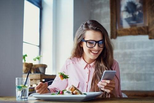 Comer sin prisa y sin distracción