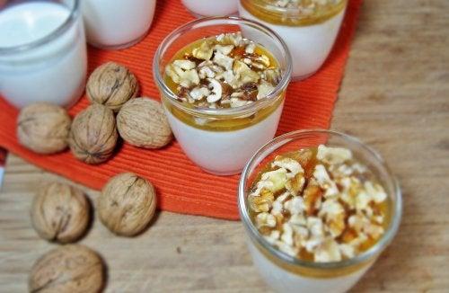 Yogur con nueces y germen de trigo