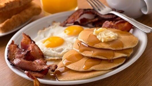 5 alimentos que debes evitar en el desayuno