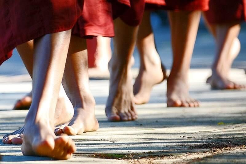 Aprende a meditar mientras caminas y adelgaza tus emociones negativas
