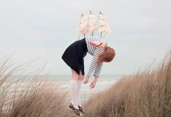 chica-con-barco