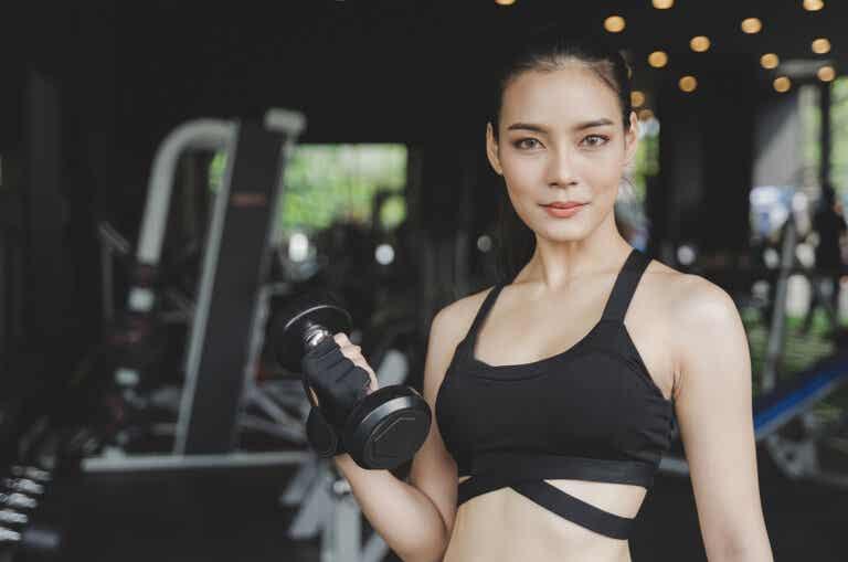 Cómo desarrollar masa muscular en los brazos