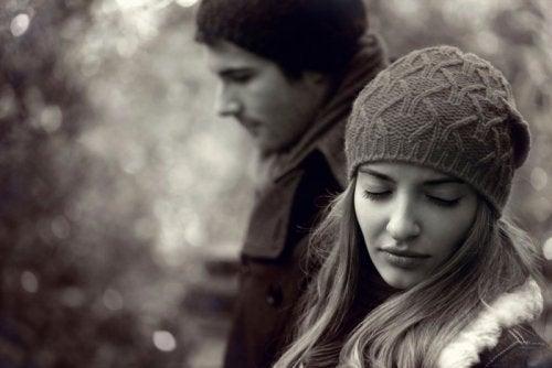 Las parejas de personas TLP suelen repetir ciertos comportamientos.