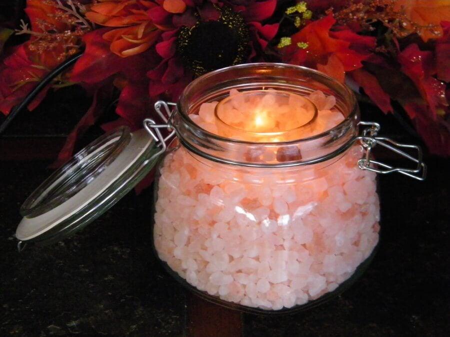 Cómo hacer tus propias velas con sal del Himalaya. ¡Son muy relajantes!