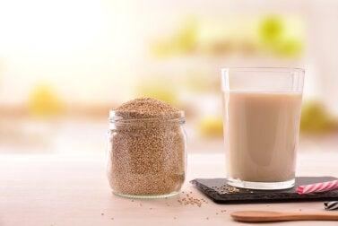 ¿Cómo preparar leche de quinoa? Descubre la receta y sus beneficios