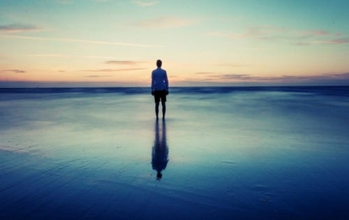 5 mitos que te mantienen solo y desesperado