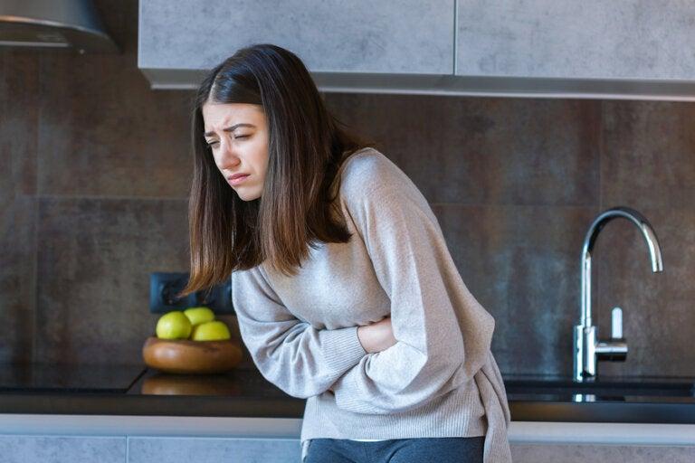 ¿Tienes dolor de estómago? Descubre qué comer para sentirte mejor