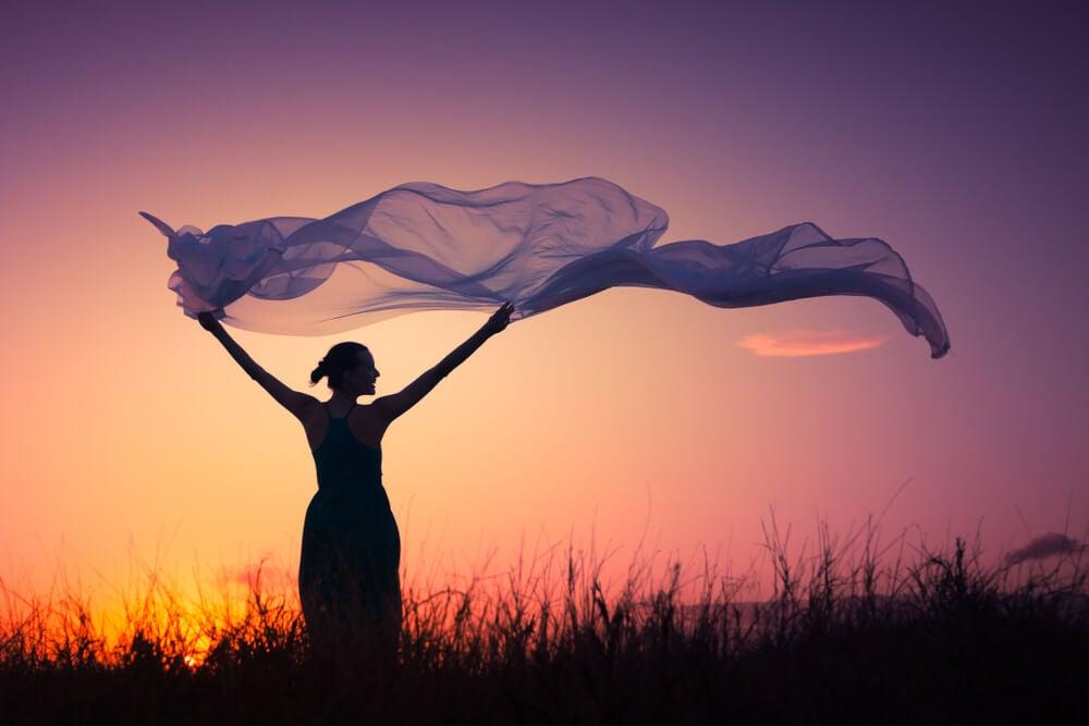Mujer soltando