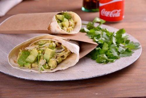 Burrito-de-aguacate-y-pollo