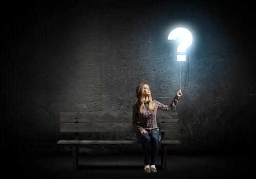 Mujer-con-una-interrogación