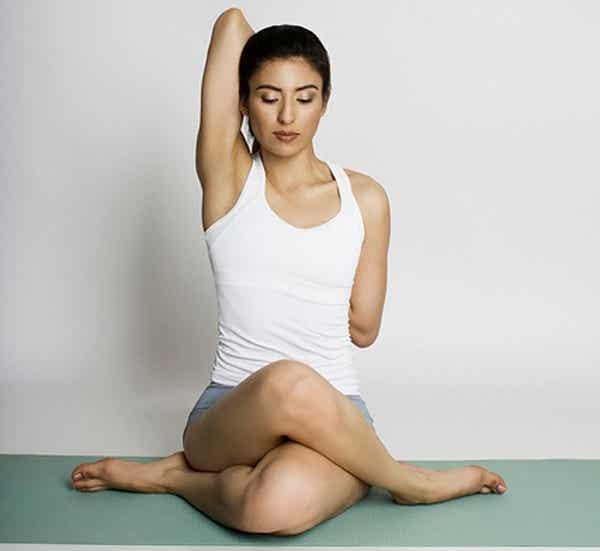 ¿Qué ejercicio de yoga es bueno para el lumbago?