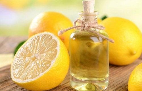 aceite esencial y limones