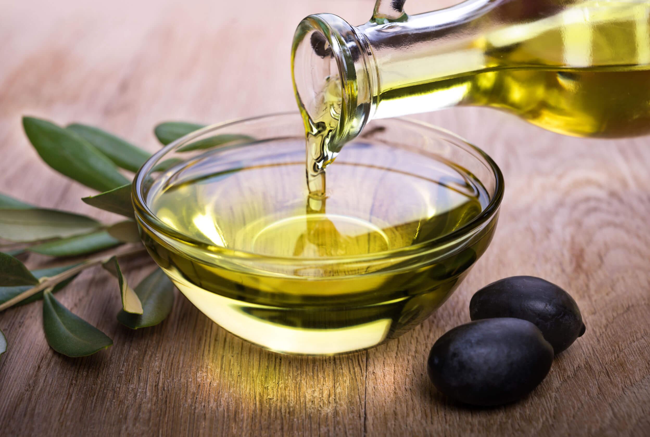Para proteger tu piel del sol puedes consumir aceite de oliva.
