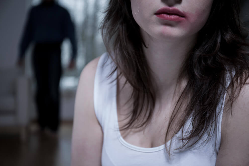 Una relación de maltrato es un ejemplo de amor tóxico.