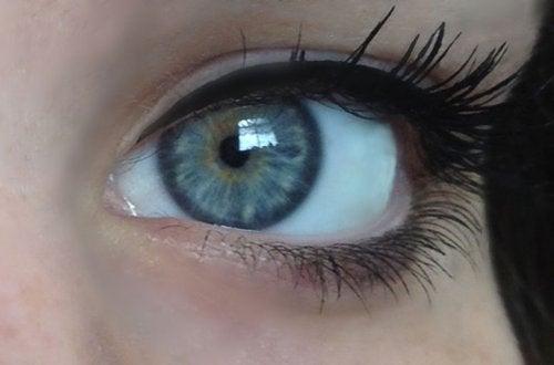 El color de ojos azul claro