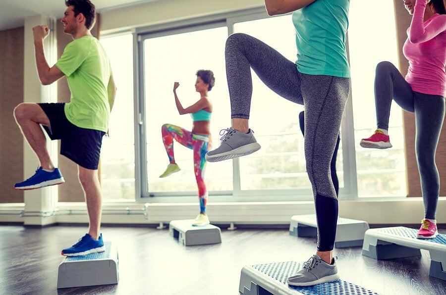 Los 5 mejores ejercicios aeróbicos para quemar grasa sin ir al gimnasio
