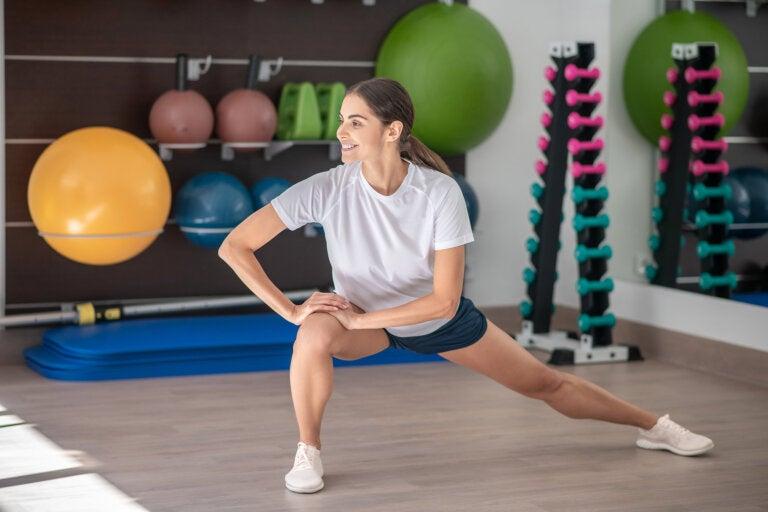6 ejercicios que puedes hacer en casa para fortalecer tus rodillas