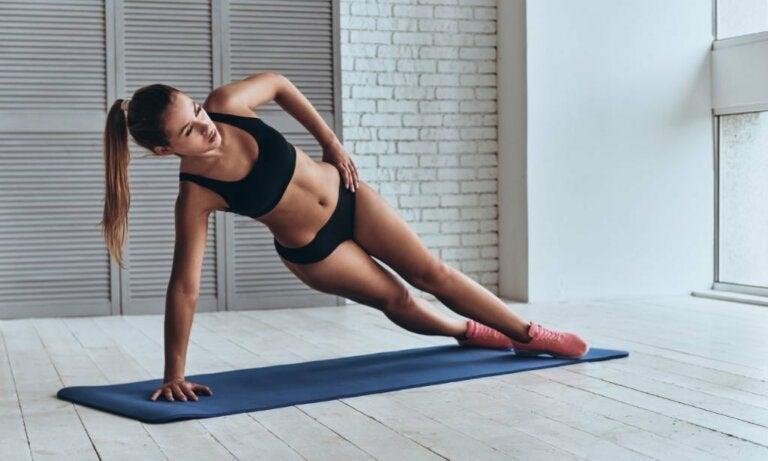 7 ejercicios para reducir las caderas
