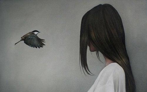 oiseau-et-femme-face-a-face-500x313-500x313
