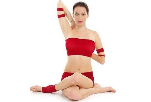 3 posturas de yoga para aliviar la tensión cervical