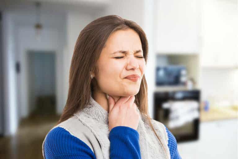 Alivia los dolores de garganta con estos 7 remedios caseros