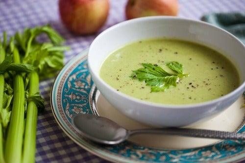 Ser creativos con deliciosas sopas para la cena es una manera deliciosa de perder peso.