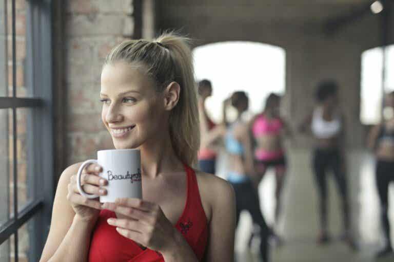 3 recetas de tés con propiedades alcalinas para combatir la grasa abdominal