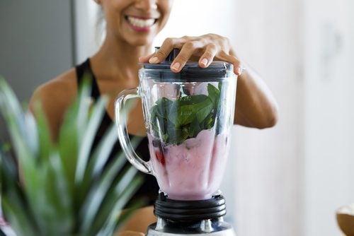4 bebidas que debes tomar en ayunas para perder peso