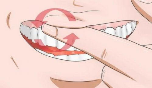 8 remedios para combatir encías inflamadas