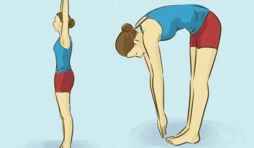 Debemos ser constantes en las rutinas de estiramiento para aliviar el dolor de espalda.