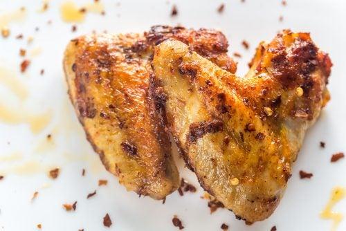Delicioso pollo horneado con limón y vegetales