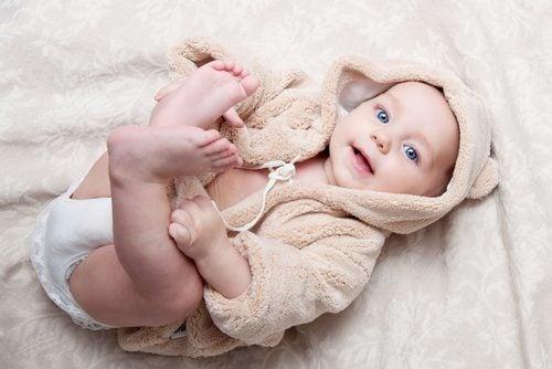 Bebé sonriendo.